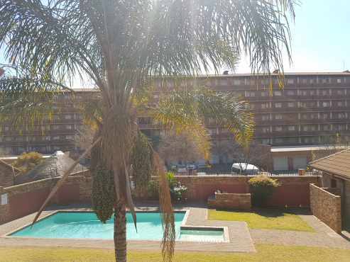 Lago: 1 En-Suite Room left to rent by male R3 200 plus w&e +deposit equal to rent
