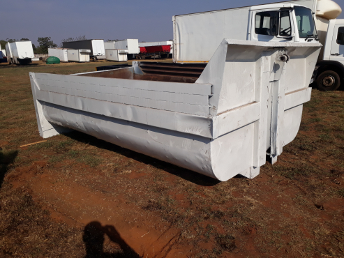 10 cub Tipper body with sub frame and cylinder