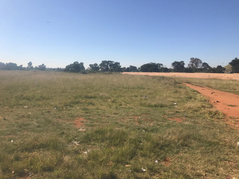This vacant land offers you so many possibilities