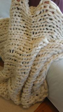 Stunning Hand-knitted Super Chunky Merino Wool Roving 135x150cm Blanket