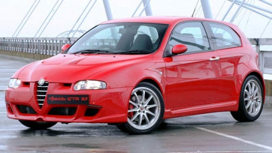 Alfa romeo  147 NEW and USED Front and rear windscreens   for sale  NEW: FRONT R1450   REAR  R1300
