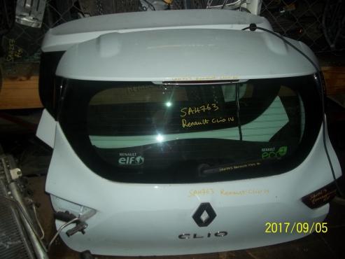 Renault Clio IV boot