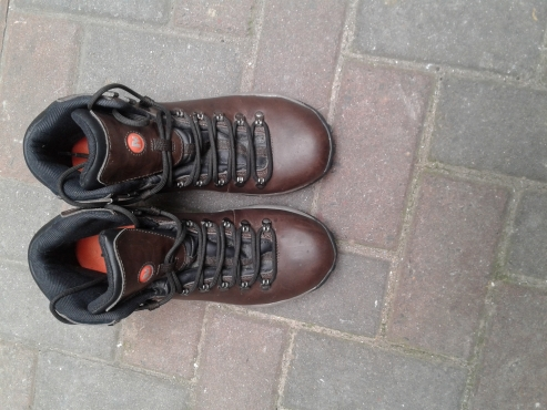 New Cape Union Mart Merrell Hiking Boots Size 8 for men and women
