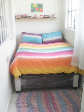 Looking for a female roomate to share 2 bedroom flat