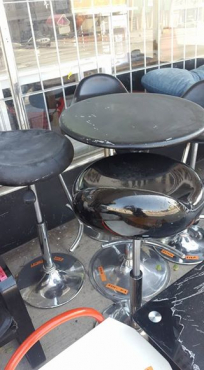 Cocktail table &4 Bar chairs