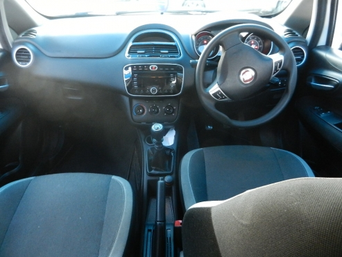 2012 Fiat Grande Punto 1.4 5-doors Dynamic Hatch Manual Transmission 49,000km Multi Function Steerin