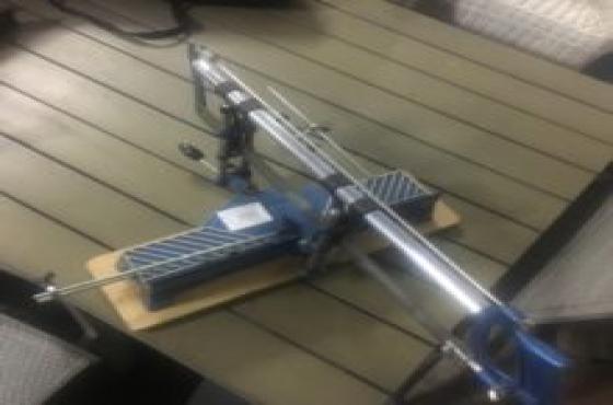 Angle adjustable compound saw