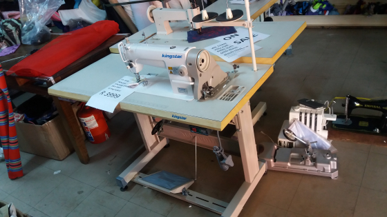 BRAND NEW KINSTAR INDUSTRIAL SEWING MACHINE WITH TABLE AND STAND