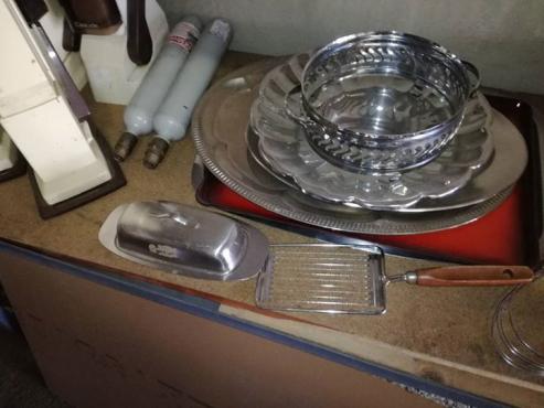 Silwer trays en utensils