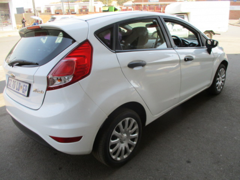 Ford fiesta 5-door 1.4 ambiente (aircon+audio), 2014 model, USB pot, Aux pot, Factory A/c, C/d playe