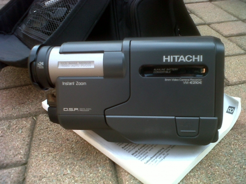 Hitachi Instant Zoom E 210E VIDEO CAMERA