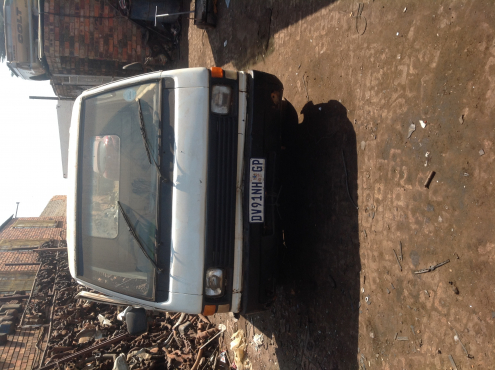Stripping Mitsubishi L300 1988 for Spares