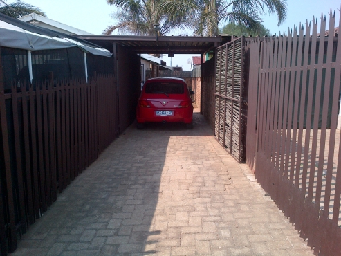 Reduced !! Bargain 2 bedroom townhouse in secure complex