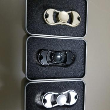 Metal bow tie spinner