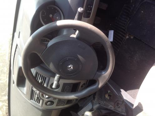 Stripping Renault Megane 2006 (Sedan) for Spares