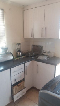2 bedroom house with fitted kitchen units for Rental in Soshanguve XX = R3200(Water Inclusive)