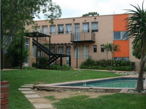 Bachelor apartment at Delheim Village in Milpark / Richmond