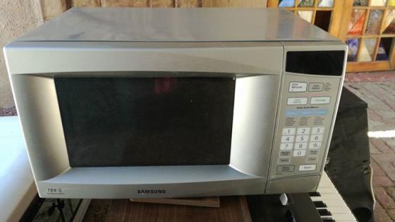 Silver samsung 28L microwave