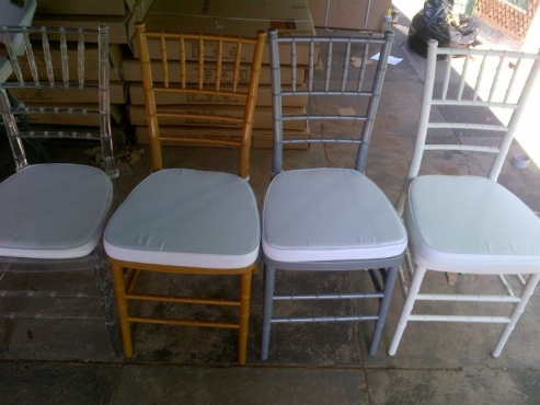 Clear Tiffany ,Wimbledon,Ghost Resin Chairs and Table for sell