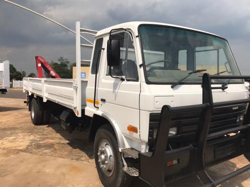 Nissan Cm15 With Crane