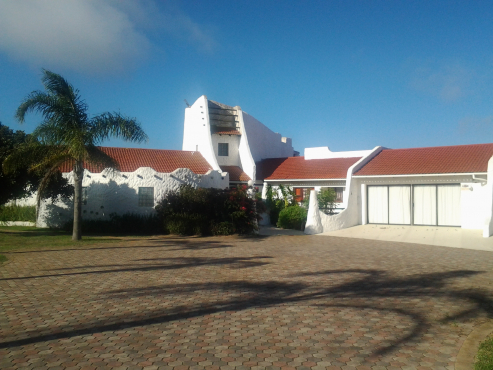 Large (3300m2) Ranch house on 7 hector holding for sale