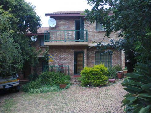 Beautiful secure duplex in private residential area - Pretoria East
