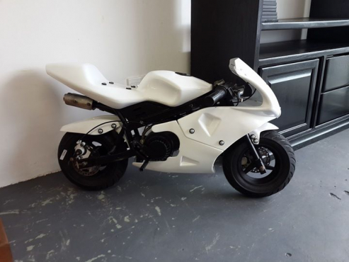 Pocket 49cc petrol superbike