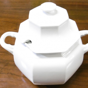 Porcelain tea pot +