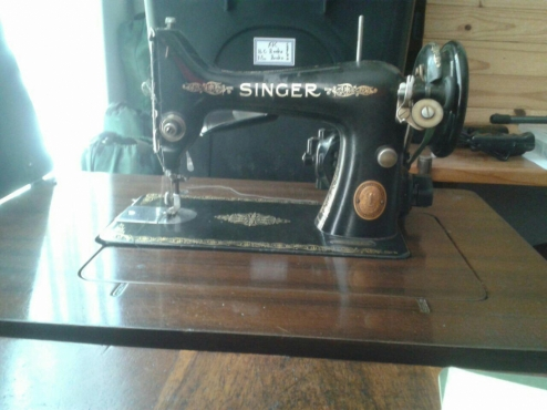 Antique Singer Sewing Machine - model 99 - with table and stool