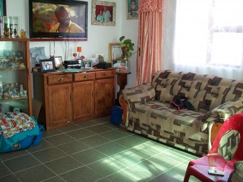 2 Bedroom House Malibu Village