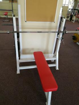 Bench press flat