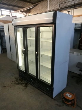 Display fridge double door in very good conditions