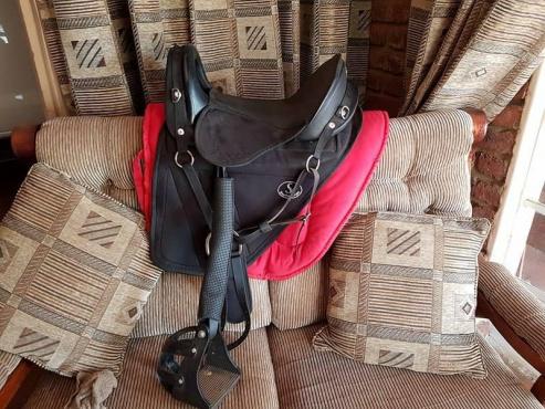 Feather light endurance saddle