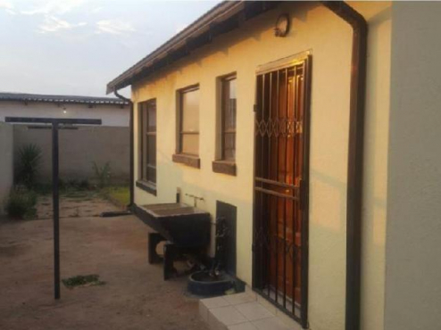 Dobsonville 2bedrooms, bath, kitchen, lounge, burglar bars, wall, gate, built ins, stove, parking Wh