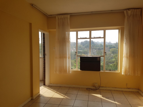 FOR RENT - LARGE FULLY TILED 2 BEDROOM FLAT IN NEW GERMANY