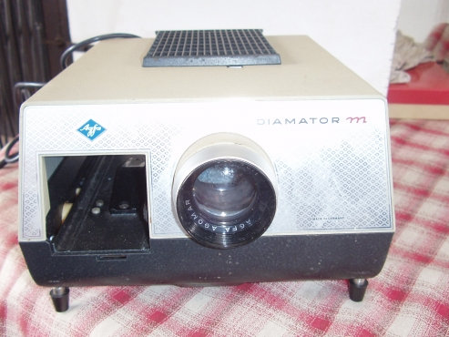 Diamator Slide Projector -in good working condition - with original case