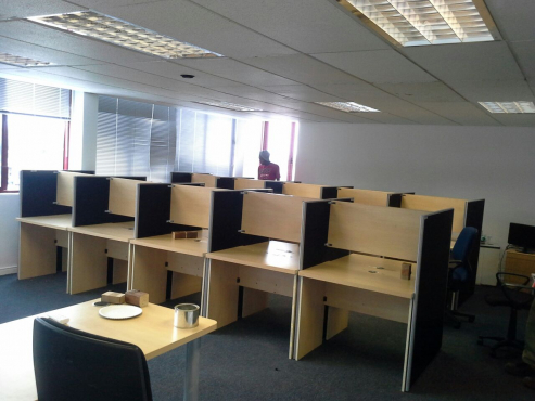 CALL CENTRE DESKS  - CLUSTER DESKS - used
