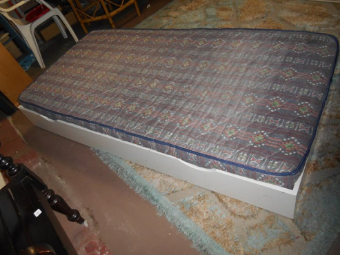 SINGLE BED  PULL OUT BED