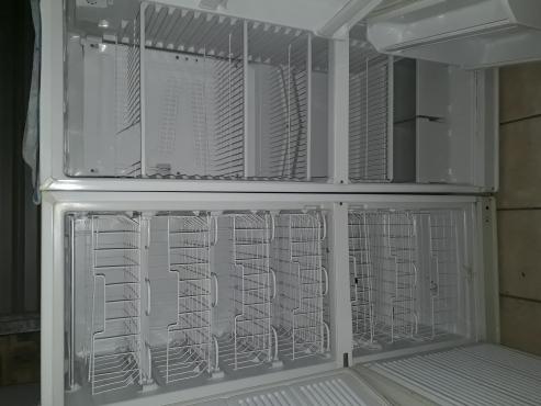 Kelvinator side by side fridge freezer
