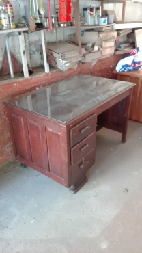 Partridge wood 4 draw desk