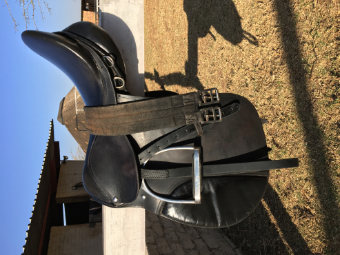 URGENT SALE jumping saddle