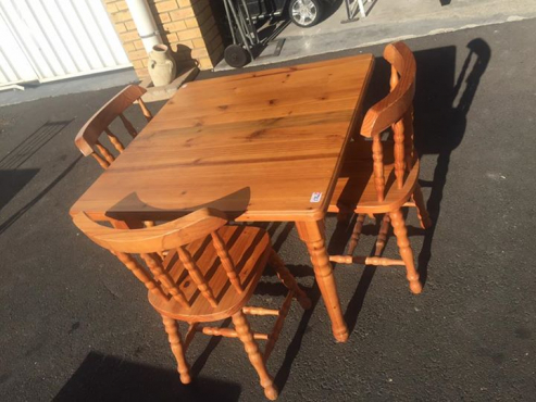 Dining table 90x90 with 3 chairs.