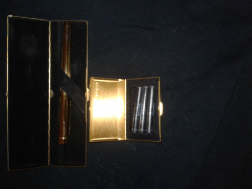 Shaeffer gold fountain pen with box