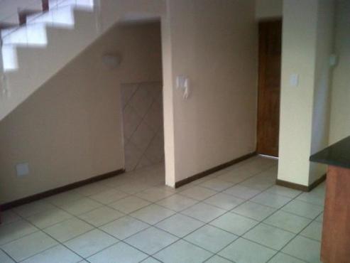 Pretoria North.Studio apartment for sale for the modern, professional person.Small, upmarket complex
