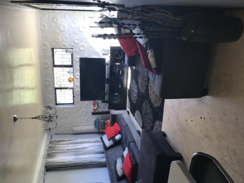 Zeekoevlei - 3 bedroom free standing house with granny flat to let - plenty of parking and quiet area
