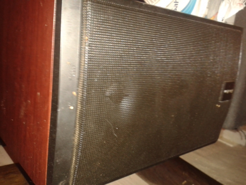 Amp 2Speakers and subroofer for urgent sale.