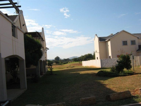 Beautiful 2 Bedroom Ground-floor Apartment - R 550 000