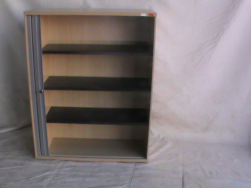 Maple cabinet with shelf's