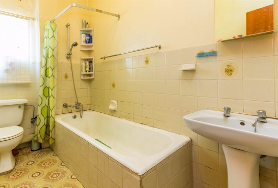 Haddon 2beds, bathroom, kitchen, lounge R3100 Flat 1 parking