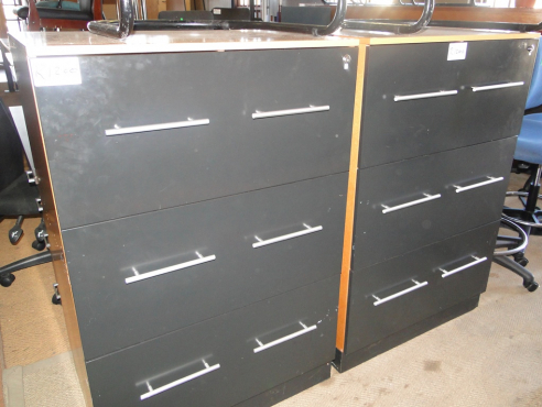 4 Drawer Oak with Black Doors Filling Cabinets from R950